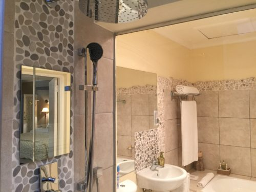 Guest House Luxury Bathroom Greenside